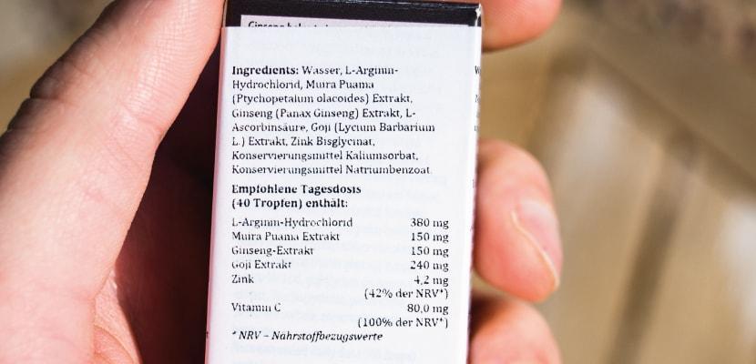 Die Liste der Inhaltsstoffe fotografiert.